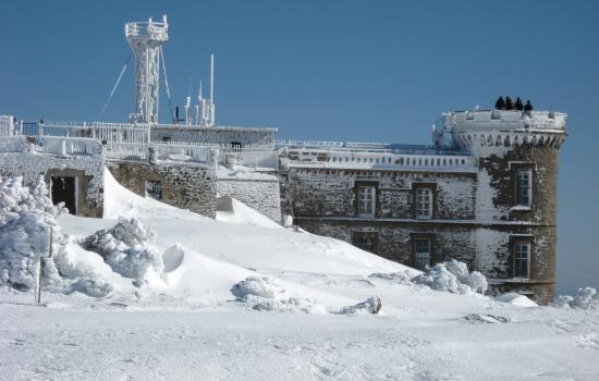A proximite de Montpellier, le Mont Aigoual permet de s'evader le temps d'un week-end pour pratiquer des activites nordiques