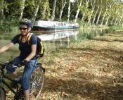 La Mediterranée à vélo le long du Canal du Midi près de Capestang