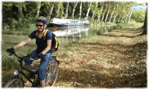 Peaceful bike ride under the plane trees of the canal midi